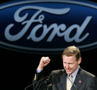 At the Detroit Auto Show, Ford CEO Alan Mulally said he didn't think more cars could solve mobility problems in big cities. Image: ##http://www.topnews.in/files/Alan-Mulally.jpg## Top News##