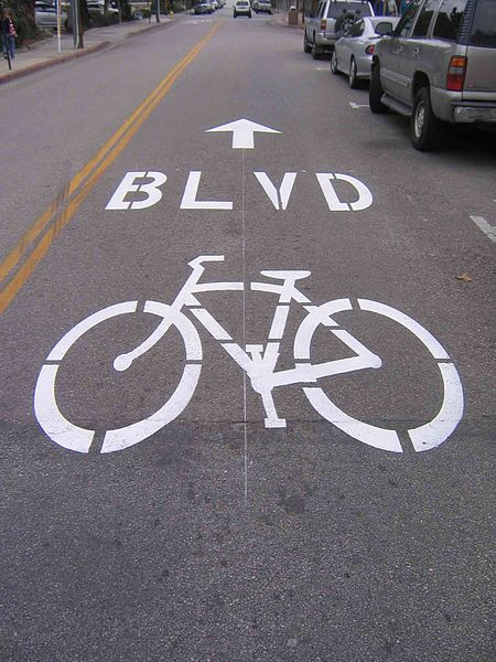 Cyclists who ride on bike boulevards in Portland inhale 19 to 45 percent less pollution, a new study finds. Photo: Wikipedia