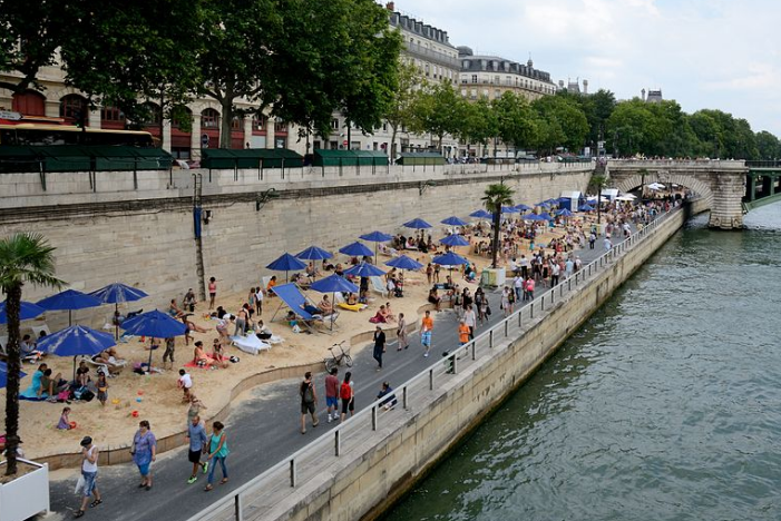 Paris' Georges Pompidou expressway, which ran along the River Seine. Here sunbathers take advantage of a temporary closure. Photo: Wikipedia