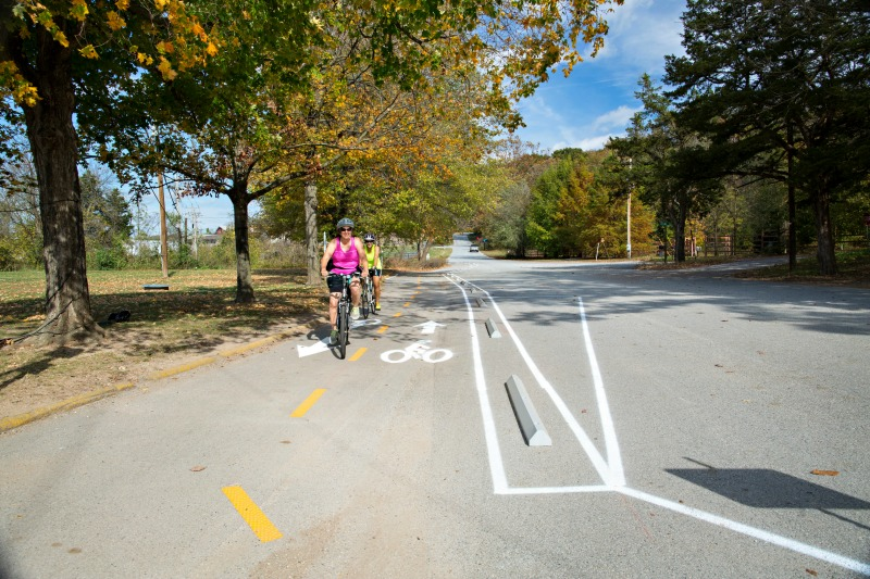 This new temporary protected bike lane is part of a network in northwest Arkansas, supported by the Walton Family Foundation, of the Walmart fortune. Photo: Walton Family Foundation