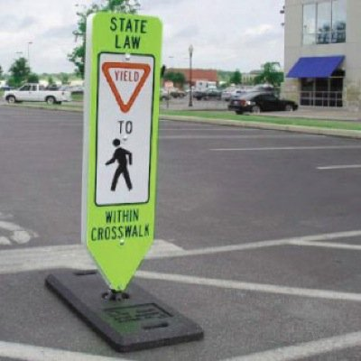 R 16 signs were very effective at improving driver yielding. Photo: Steton