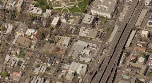 The street grid is in tact under Sacramento's Capital City Freeway. Image: Systemic Failure